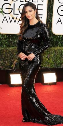 La cara mogliettina di Matthew McConaughey, Camila Alves, poteva fare d meglio. Questa specie di colata di pece non dona nemmeno a lei che ha un fisico invidiabile