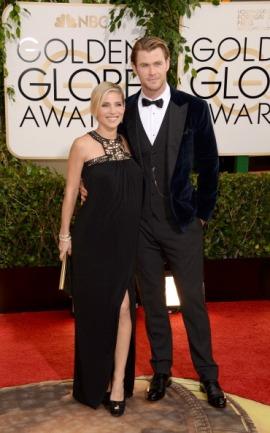 Perfetto Chris Hemsworth con smoking nero/velluto blu notte (qui insieme alla moglie Elsa Pataky, incinta). Il nostro amato Thor ha centrato il colpo...con il look anziché col martello!