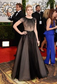 Un fantastico abito nero/effetto nude impreziosito da cascate di perline per Lily Rabe