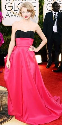 Taylor è sempre graziosa, anche in quest'abito color-block di Carolina Herrera. Diciamo che magari poteva abbandonare il rossetto rosso per una nuance più...adeguata. P.s. il corpetto non vi ricorda le orecchie di Minnie?