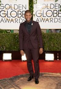 E abbiamo poi il pezzo migliore: Usher in un Calvin Klein prugna abbinato al nero. Perfetto secondo me.